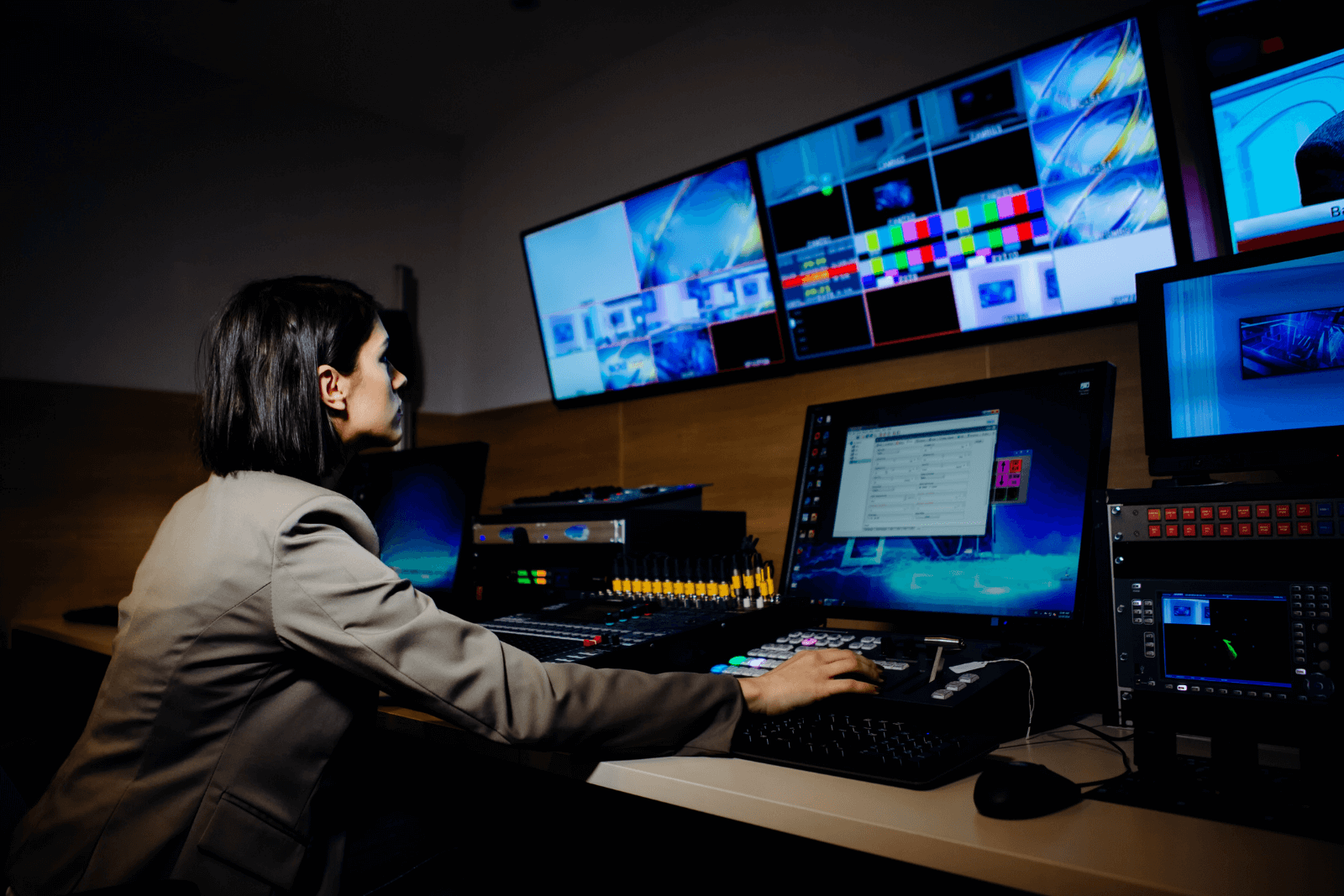 Dynamically connect broadcast production teams